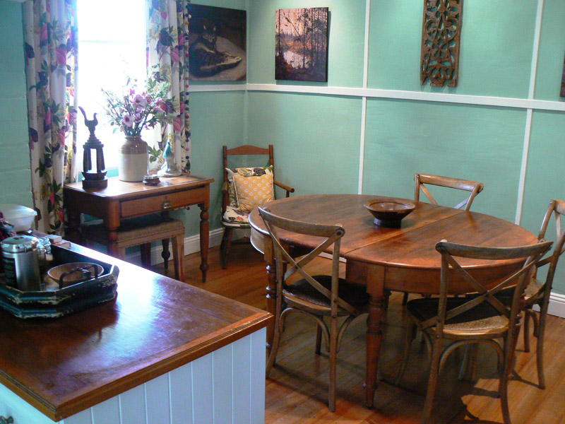 Lemon Tree Cottage Dining Area